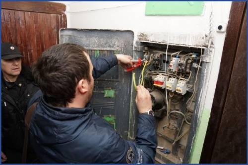 Процесс отключения электричества за неуплату