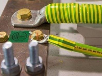 Провод защитного заземления PE желто-зеленого цвета